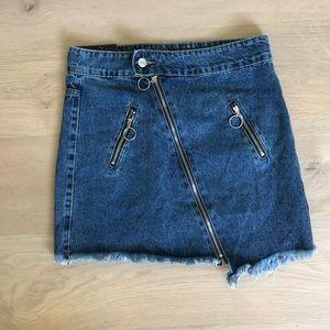 Denim mini skirt w/ zipper detail